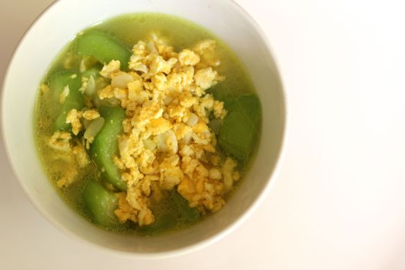 Egg and loofa soup